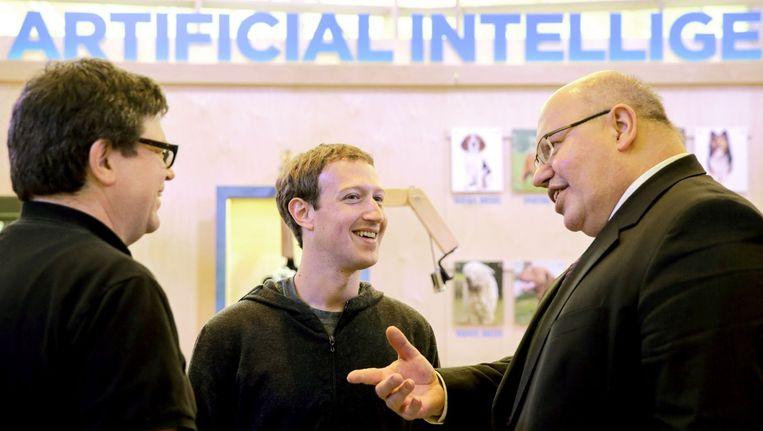 c447fbb14f948 Facebook-baas Mark Zuckerberg bij een conferentie over kunstmatige  intelligentie. Beeld afp