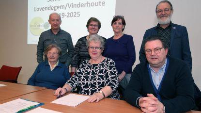 Senioren leggen eisenbundel op tafel