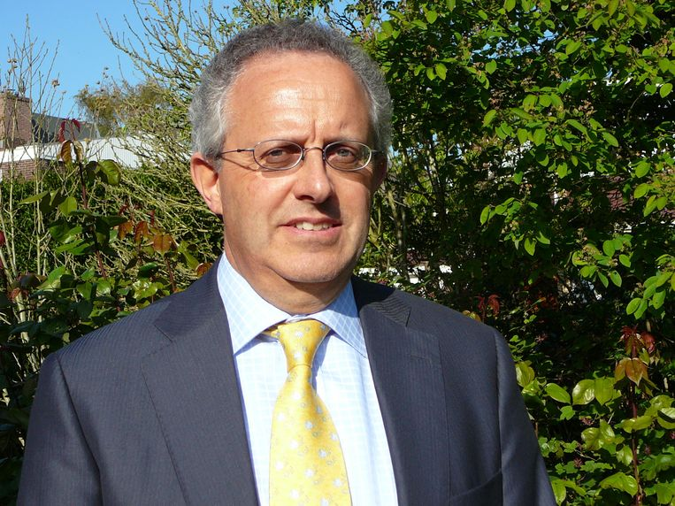 Marcel Mock. Zelfstandig juridisch adviseur en en voormalig bestuurslid Joods Maatschappelijk Werk. Beeld