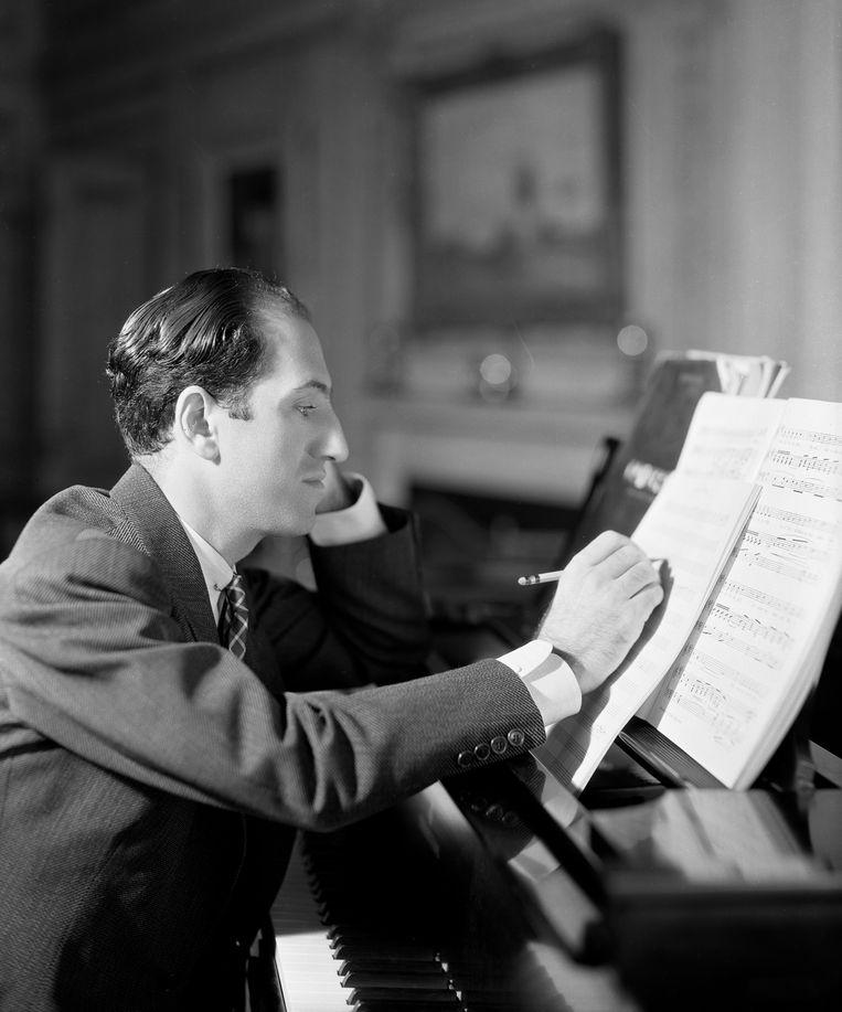 Componist en pianist George Gershwin, thuis in New York,  1934. Beeld Getty