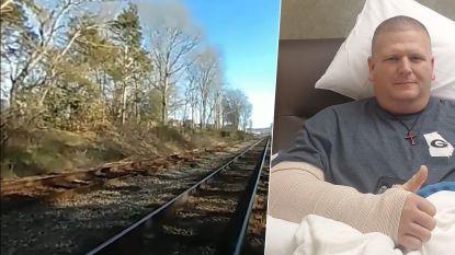 Bodycam filmt hoe trein agent van sporen maait