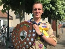 Scout Stef van Boxtel uit Berlicum verrast met prijs voor jonge vrijwilliger van het jaar
