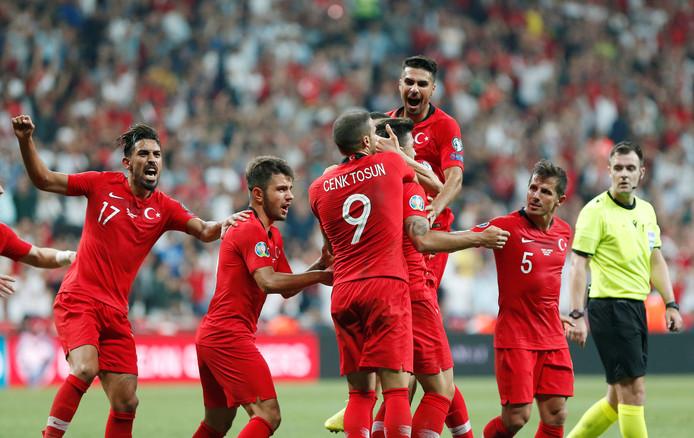 Vreugde bij de Turken na de late 1-0.