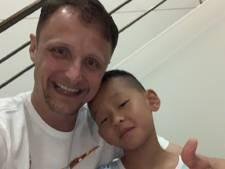Brandweerman Bernard redt jochie (7) van verdrinkingsdood tijdens vakantie