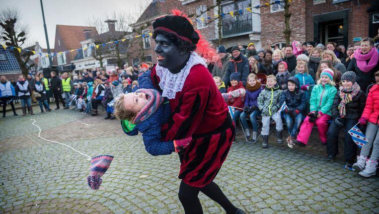 Het Sint Piterfeest in het Friese Grou op 13 februari dit jaar. Ook hier werd geprotesteerd tegen de figuur van Swarte Pyt. Beeld Hollandse Hoogste