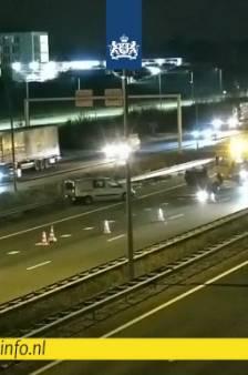 Auto omgeslagen op A2 bij Eindhoven, weg is weer vrij