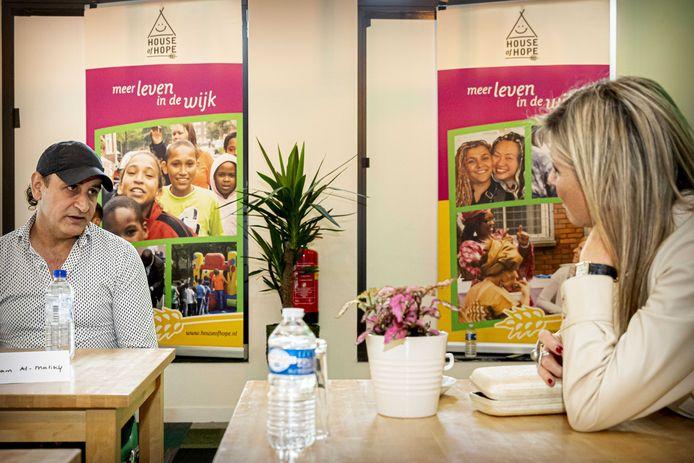 Koningin Máxima tijdens een werkbezoek aan kwetsbare bewoners in Rotterdam-Zuid.