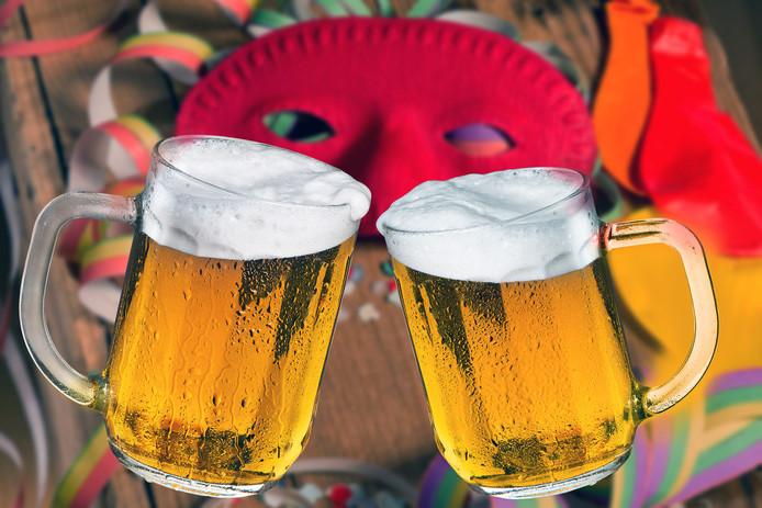 stockadr carnaval masker bier feest