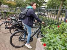 Middelbare scholieren: 'E-bike is prima als je zo ver van school woont'