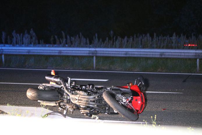 De motorrijder kwam ten val.