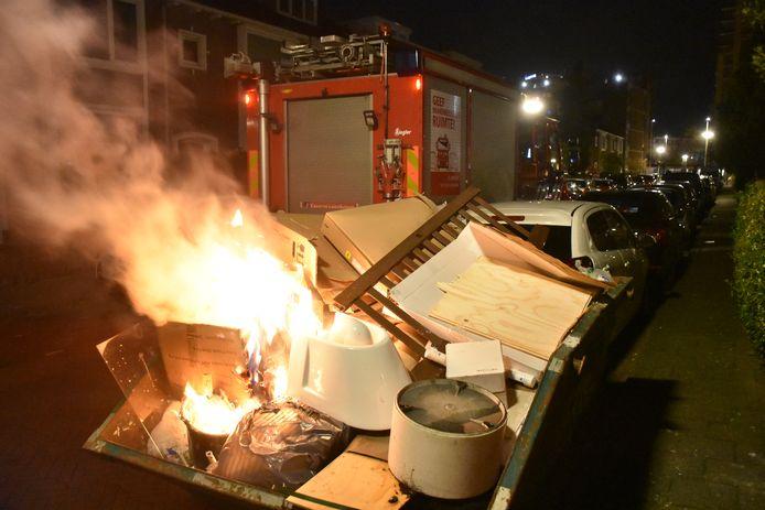 Container vat vlam in Haagse wijk Leyenburg