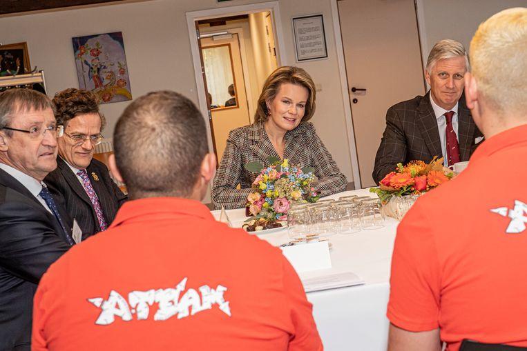 Filip en Mathilde in gesprek met de gedetineerden in het PLC van Ruiselede.