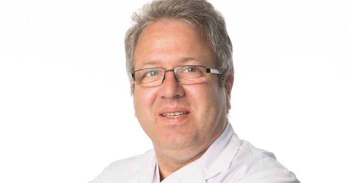 Jan Stroobants (58), hoofd van de spoedafdeling van ZNA Middelheim Antwerpen en voorzitter van de Belgische Vereniging voor Spoedartsen.