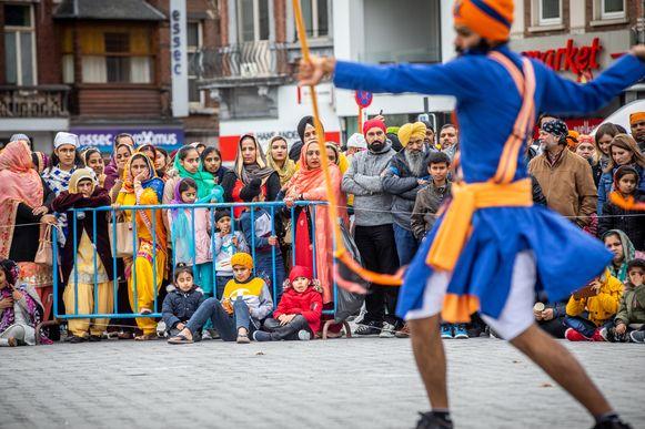 Jaarlijkse optocht Nagar Kirtan van de Truiense Sikhgemeenschap. Dat is een volksfeest, waarbij geloof, traditie en vrijgevigheid centraal staan.