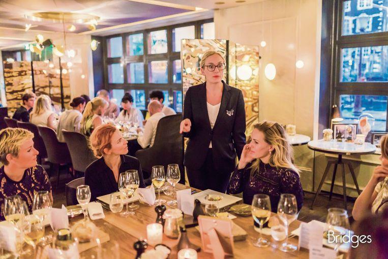 Lotte als wine director bij Bridges Beeld