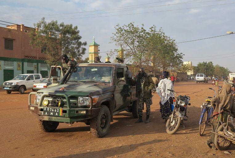 Bij drie aanslagen op hotels in Mali, waar geregeld medewerkers van de Verenigde Naties komen, zijn eerder op de dag zeker vijf soldaten en drie militanten omgekomen.
