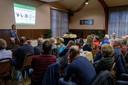 Een druk bezochte informatieavond vorig jaar waar de geplande antenne in de Sint Martinuskerk in Baak centraal stond.