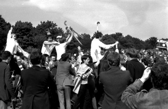 De spelers van HC Tilburg hadden het gevoel dat ze een thuiswedstrijd speelden voor zoveel uitzinnige supporters in Eindhoven.
