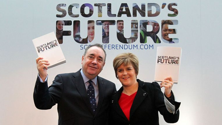 De Schotse regeringsleider Alex Salmond en vice-premier Nicola Sturgeon presenteren de blauwdruk voor een onafhankelijk Schotland.