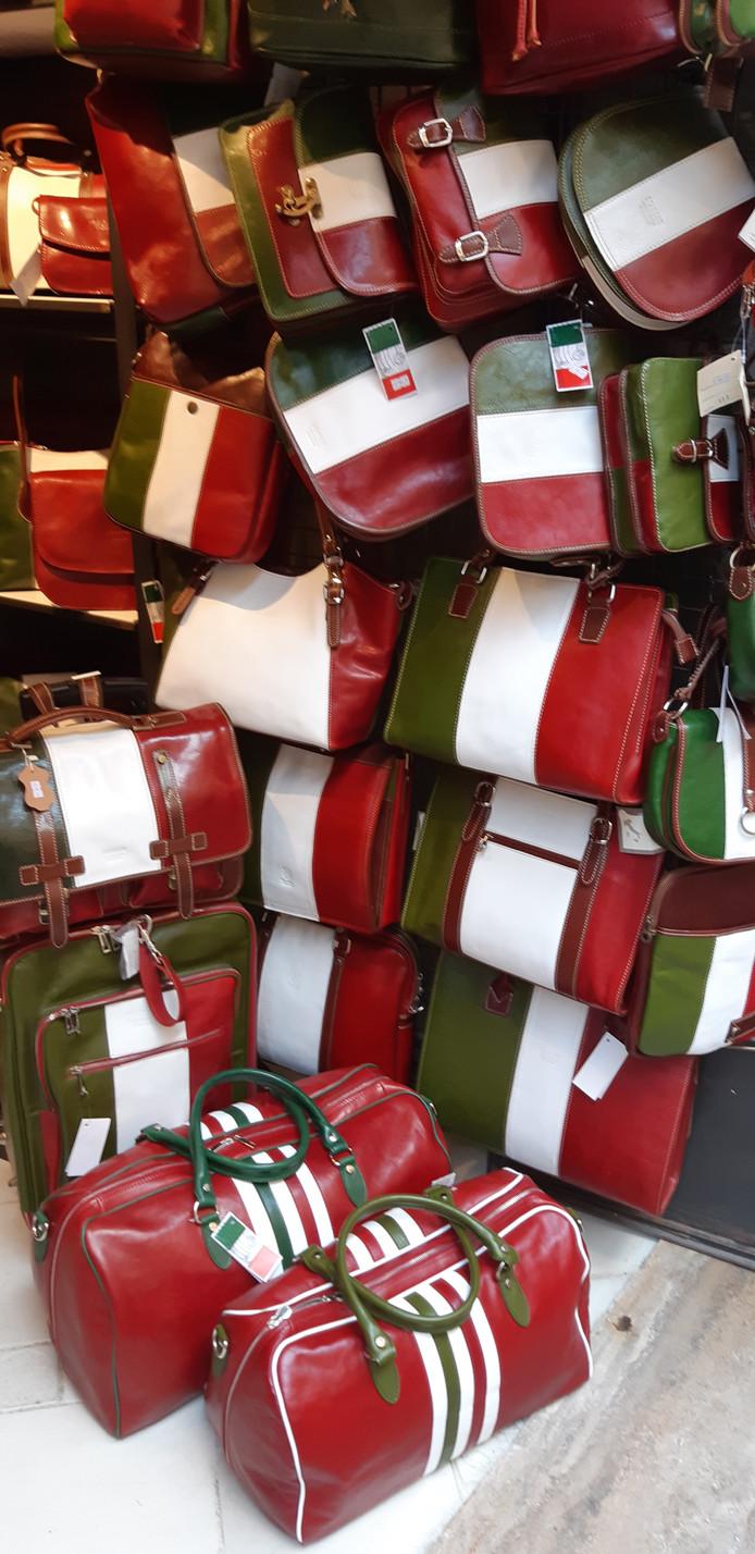 Italiaanse tassen in de nationale kleuren.