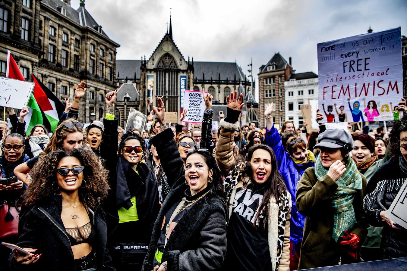 Deelnemers aan de Women's March in Amsterdam vorig jaar, een dag na Internationale Vrouwendag.