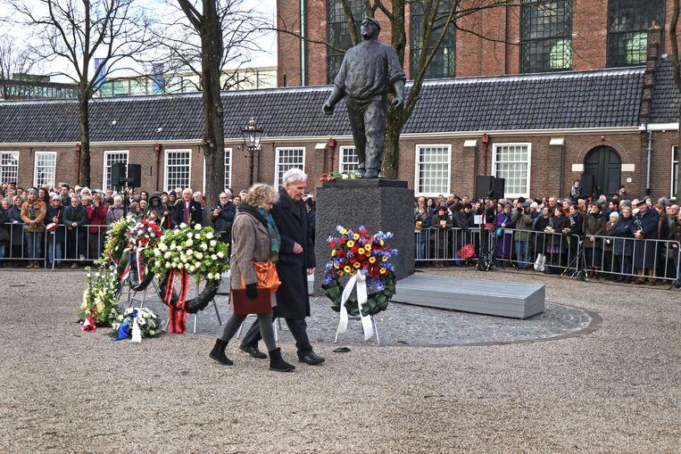 Jan Terlouw met dochter Sanne Bij de Dokwerker, tijdens de 79e herdenking van de Februaristaking  in Amsterdam . Beeld Fouad Hallak