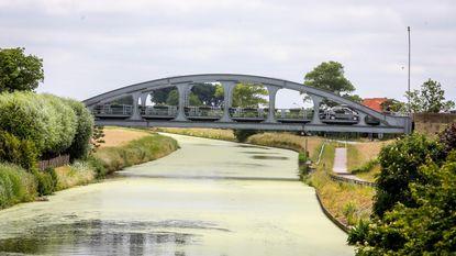 Kanaal Nieuwpoort-Duinkerke kleurt groen