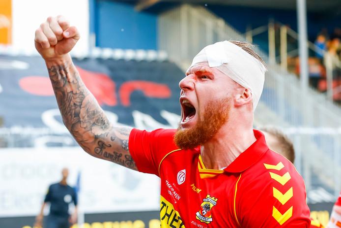 De pijn van zijn tegen FC Den Bosch opgelopen hoofdwond voelt Thomas Verheydt even niet meer, na de 1-0 zege en het bereiken van de play-offs-finale.
