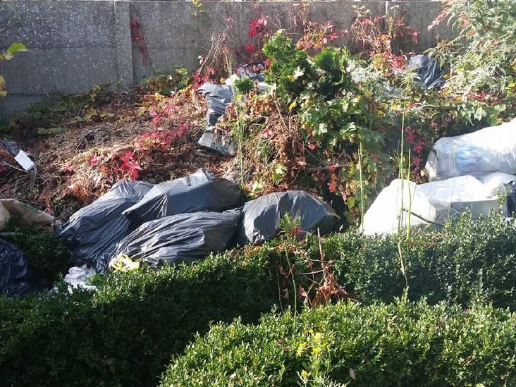 Vuilniszakken in achtertuin zorgen voor stankoverlast en ongedierte: 370 euro boete
