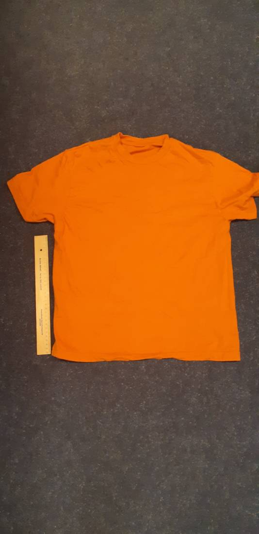 Shirt van de man die mogelijk vermist wordt bij visvijver Ekkersweijer.