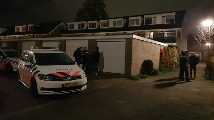 De politie ter plaatse voor de woningoverval aan de Kornoeljelaan in Gouda, die 13 januari plaatshad.
