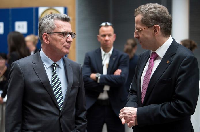 Hans-Georg Maassen (rechts).