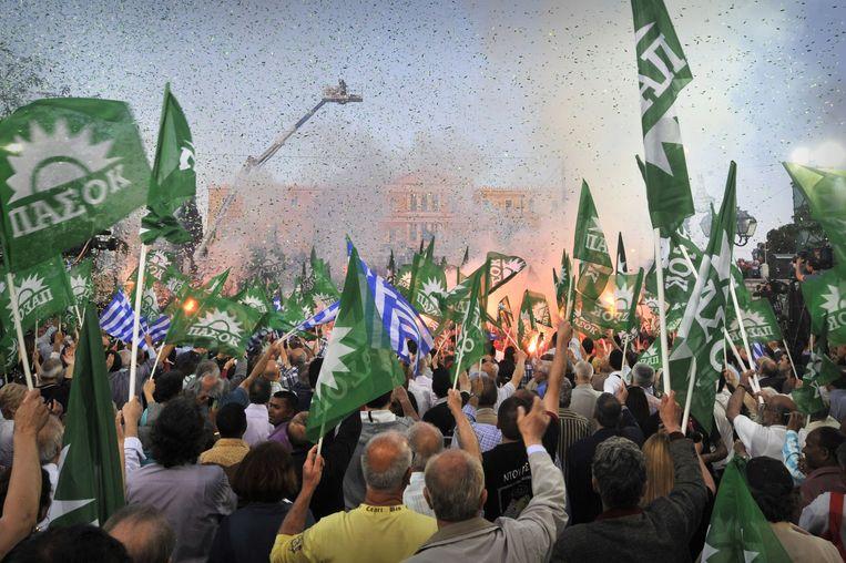 Supporters van de partij Pasok tijdens een verkiezingscampagne van de partij in 2012. Beeld AFP