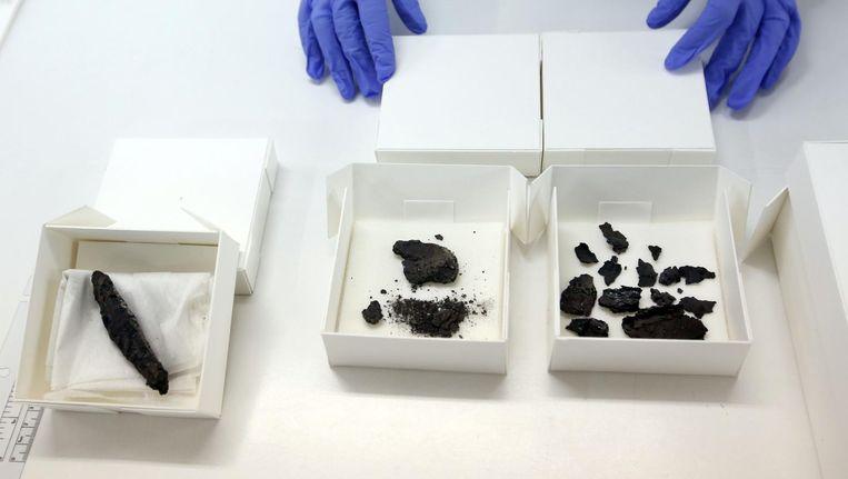 De perkamentrol (l) in het Dode Zeerollen Digitale Laboratorium in Jeruzalem. Beeld afp