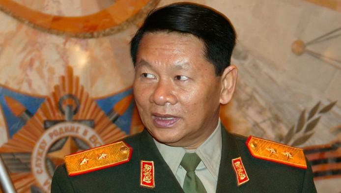 Le ministre laotien de la Défense, Douangchay Phichit