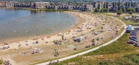 Hutjemutje bij de ene zwemplas in Zwolle en lekker rustig bij de andere: 'Meer spreiding mag best'