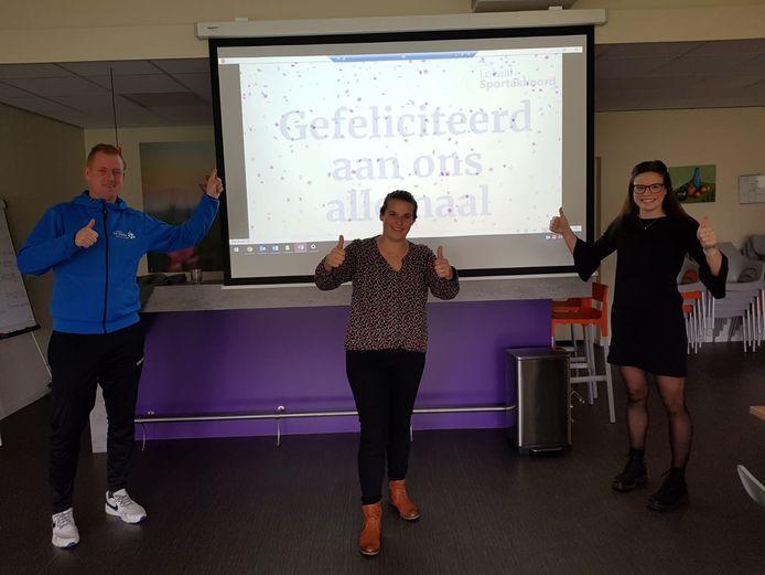 Van links naar rechts: Bart Benneker, Kitty van der Steege en Kayra Rodijk van Stichting De Welle.