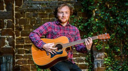 """Stijn uit Diest lijkt als twee druppels water op Ed Sheeran: """"Plots haalde op Werchter iedereen zijn gsm boven"""""""