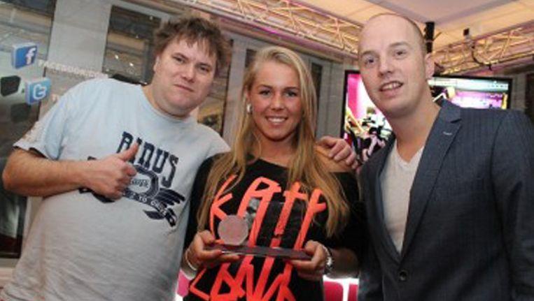 Zanger Rinus met winnares Daisy en dj Lex Gaarthuis Beeld Slam!FM