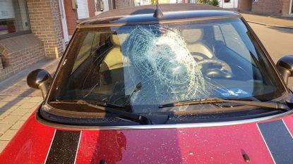 Drie auto's mikpunt van zwaar vandalisme: getuige ziet dader weglopen