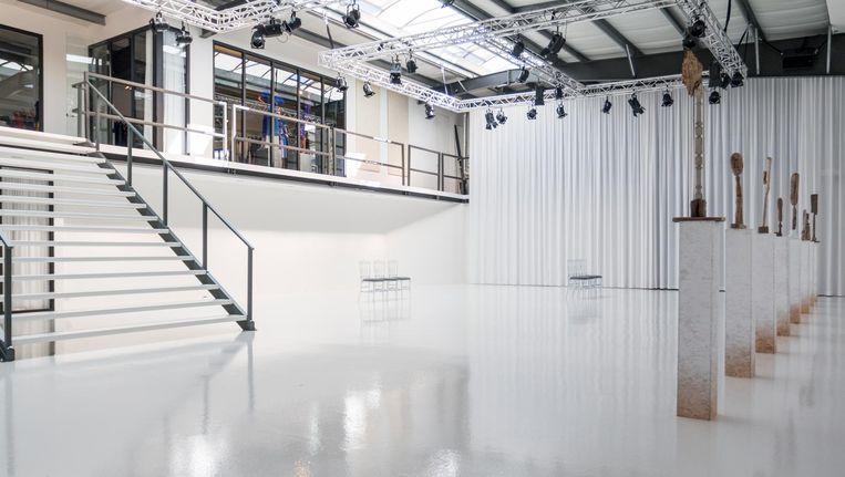 In 'de arena' presenteert Visser zijn nieuwe haute-couture- en pret-à-portercollecties. Beeld Jesper Boot