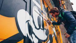 Op stap met Mickey Mouse: Brusselse straatartiesten versieren de stad in Mickey-stijl