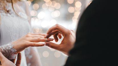 Helft minder huwelijken: corona hield vele trouwringen op zak