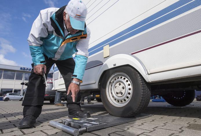 Bij weging bleek de vrachtwagen 312 procent te zwaar. Foto ter illustratie.