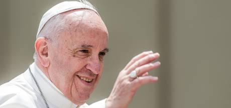Paus betaalt huur privéstrand voor gehandicapten