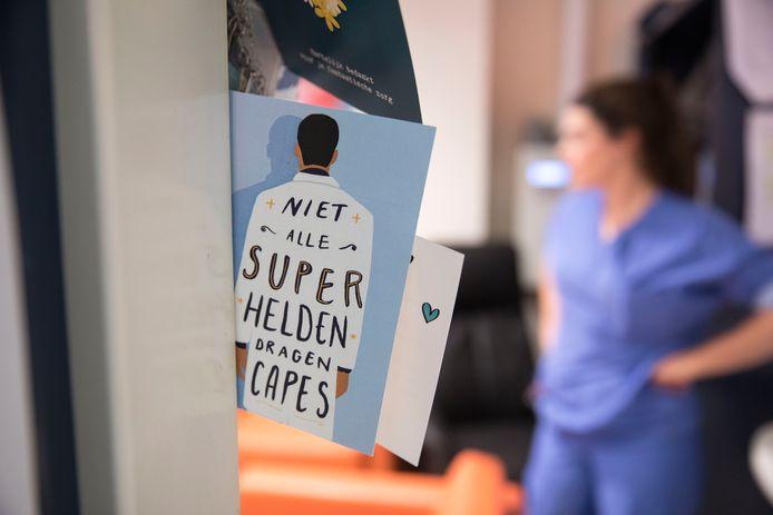 Een kaartje voor de zorghelden van het Albert Schweitzer ziekenhuis.