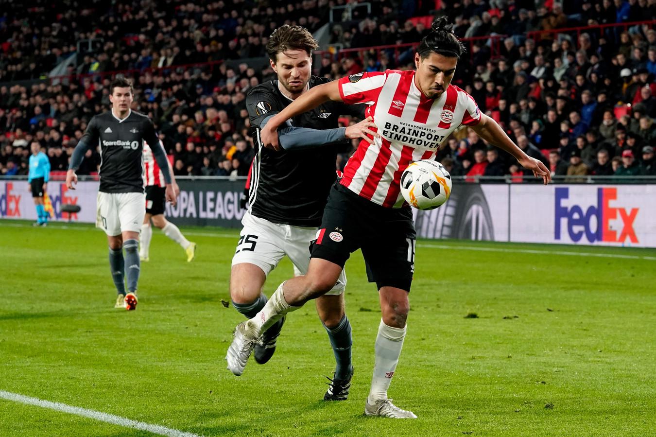 Erick Gutierrez in het duel met Rosenborg.