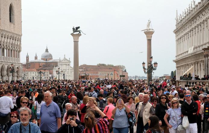 Het is al aardig druk op het San Marcoplein.
