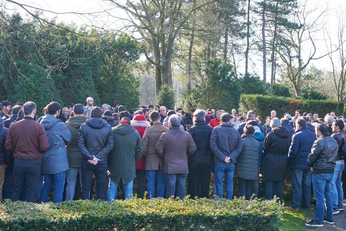 Honderden mensen verzamelden zich op begraafplaats Hoogen Heuvel.