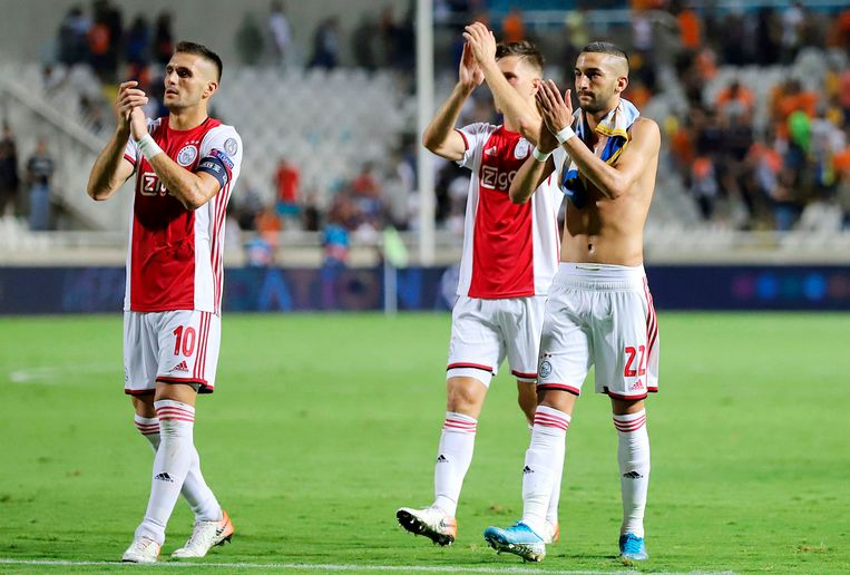 Ajax's players greet their supporters after the UEFA Champions League playoff football match between Cyprus' APOEL Nicosia and Netherland's Ajax Amsterdam at the GSP stadium in Nicosia on August 20, 2019. (Photo by - / AFP)